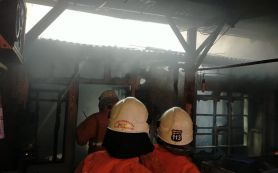 Bocah Main Korek Api, Rumah di Keputih Surabaya Kebakaran - JPNN.com