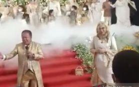 Bupati Jember Bernyanyi Tanpa Masker, Panitia Pernikahan Kena Apesnya, Didenda Rp 10 Juta - JPNN.com