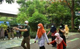 Ketika Pimpinan DPRD Surabaya Pilih Rayakan HUT Anak Bungsunya di KBS - JPNN.com
