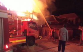 Toko ATK di Pasar Gapura Sumenep Terbakar, Pemilik Rugi Rp 1,5 Miliar - JPNN.com