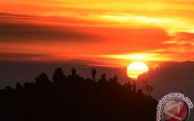 Para Pendaki, Jalur Naik Gunung Arjuno-Welirang Dibuka, Berikut Syaratnya - JPNN.com Jatim