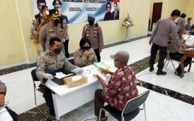 3.500 Pemilik Warung di Sidoarjo Terima Bantuan Modal dari Polisi - JPNN.com Jatim