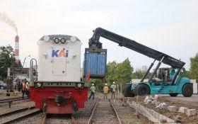 Lama Terhenti, KAI Operasikan Kembali Angkutan Kereta Barang Rute Gresik-Jakarta - JPNN.com Jatim