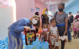 Istri Crazy Rich Surabaya Donasikan Ratusan Paket buat Anak Sekolah - JPNN.com