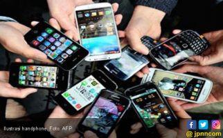 Benarkah Ponsel Bisa Membahayakan Imunitas Kulit? - JPNN.com