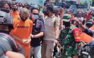 Kondisi Stabil, Alfin Andrian Pelaku Penusukan Syekh Ali Jaber Minta Maaf, Sang Ibu Menangis - JPNN.com