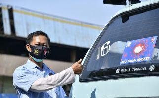 Polisi Libatkan Sopir Angkot dalam Kampanye Penggunaan Masker - JPNN.com
