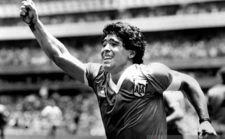 Jersey Maradona Saat Cetak Gol 'Tangan Tuhan' Diburu, Pemiliknya Bilang Begini - JPNN.com
