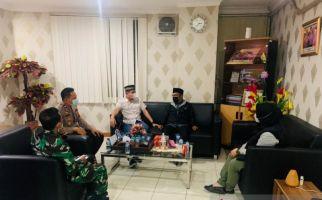 Usir Jemaah Salat Mengenakan Masker, Pengurus Masjid di Bekasi Ditegur Keras Polisi - JPNN.com