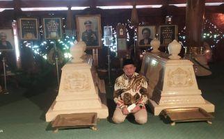 Ikhtiar Batin Menyongsong Pilkada Jabar, Mulyadi Gerindra Ziarah ke Makam Soekarno dan Soeharto - JPNN.com