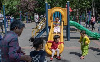 Warga di China Tolak Kebijakan Satu Keluarga Bisa Punya 3 Anak - JPNN.com