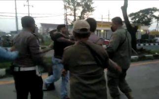 Konon Ini Penyebab Penyerangan Warga di Pos Penyekatan Suramadu - JPNN.com