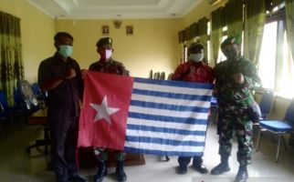 Bawa Bendera Bintang Kejora, Yunias Meti Mendatangi Danrem Kolonel Yuda Medi - JPNN.com