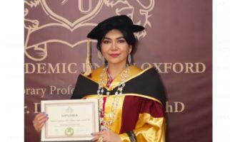 Keren, Prof Deby Raih Gelar Honorary Professor dari Persatuan Akademi Oxford - JPNN.com