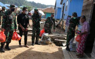 TNI Bersama 3 Perusahaan Menyalurkan Paket Sembako untuk Warga Pesisir - JPNN.com