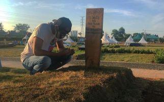 Ziarah ke Makam Ibunda, Ridho Slank: Ya Allah... - JPNN.com