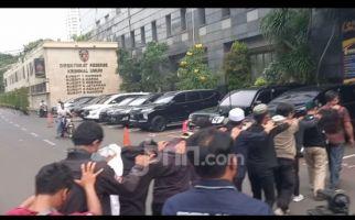 11 Orang Diduga Simpatisan Habib Rizieq Dibawa ke Polda Metro Jaya - JPNN.com