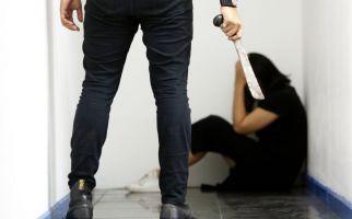 Suami Cemburu Lihat Istri dengan Pria Lain, Padahal... - JPNN.com