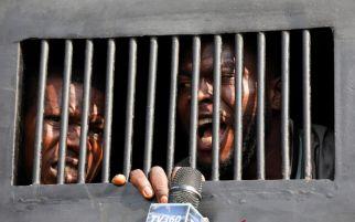 Terjadi Lagi, Kelompok Bersenjata Serbu Penjara dan Bebaskan Ratusan Napi - JPNN.com