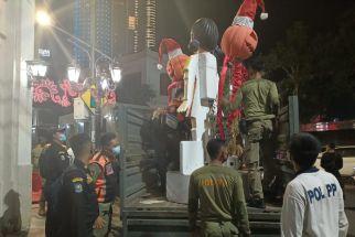 Loh, Boneka Squid Game di Jalan Tunjungan Surabaya Dibongkar, Masalahnya? - JPNN.com Jatim