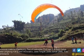 Tim Paralayang Jatim Sulit Landing di Arena Pertandingan, Ternyata ini Sebabnya - JPNN.com Jatim