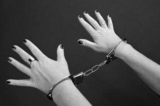 Wanita 37 Tahun Ditangkap Polisi Usai Kepergok Simpan 10 Butir Pil Ekstasi - JPNN.com Jatim