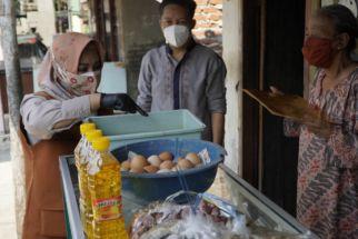Ning Ita Tampung Keluhan Warga Mojokerto lewat Kegiatan 'Jumat Barokah' - JPNN.com Jatim