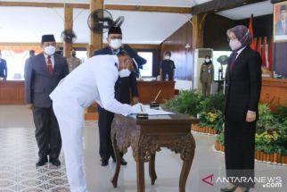 Lantik 61 Kepala Desa, Bupati Tantri Punya Pesan Penting - JPNN.com Jatim