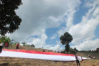 HUT ke-76 RI, Bendera Merah Putih 'Raksasa' Berkibar di Bukit Lampeji Jember - JPNN.com Jatim
