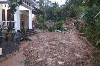 3 Jam Diguyur Hujan, Longsor Terjadi di Desa Ini, Akses Terputus - JPNN.com Jatim