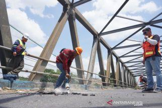 Dibangun 1990-an, Jembatan Besar Karangrejo Tulungagung Mulai Diperbaiki - JPNN.com Jatim