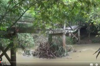 Hujan Selasa Itu Sebabkan Jembatan Antarkampung di Trenggalek Patah - JPNN.com Jatim