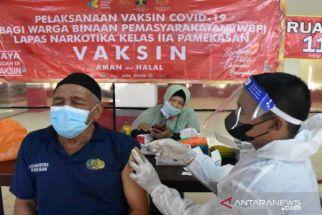 Sempat Ada yang Positif, 776 Napi Lapas Narkotika Pamekasan Jalani Vaksinasi - JPNN.com Jatim