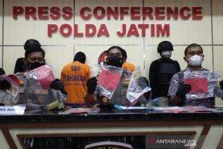 Gelapkan 7 Emas Batangan, 2 Orang Ini Diringkus Polisi, PT IGS Tekor Rp 6 M - JPNN.com Jatim