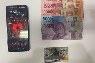 Warga Lumajang Sedang Berjudi Online di Rumah, Enggak Jadi WD, Malah Dibui - JPNN.com Jatim