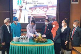Begini Cara Gubernur Jatim Memperingati Hari Dokter Nasional 2021 - JPNN.com Jatim