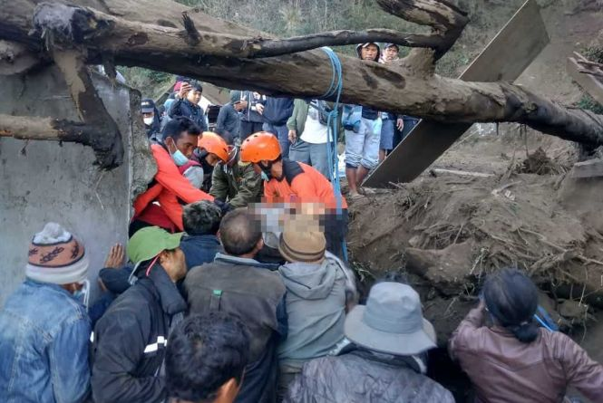 Identitas Korban Tewas Gempa Karangasem Terkuak, Lihat Nih Proses Evakuasinya